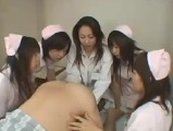 女医と看護師たちに前立腺責め手淫されてしまう男性入院患者