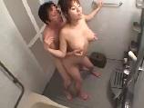 普段から姉の入浴を隠し撮りしていた弟さんが抑止出来ずに一線を越え乱入