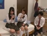 同級生の男子の部屋でやりたい放題の制服女子