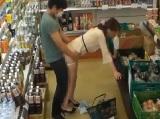 スーパーの店内で媚薬を塗ったチ○ポいきなり挿入され犯されてしまう美人妻