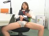 オフィスでオナニー&同僚をパンチラで誘惑してフェラ&手コキしちゃう痴女OL