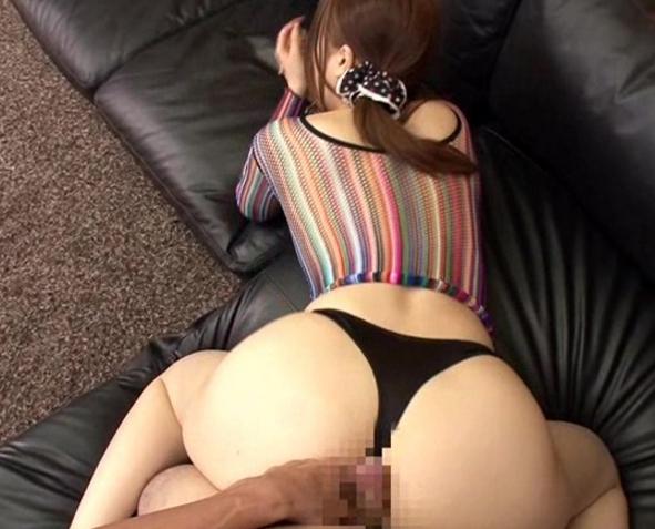 熟女のスケベ過ぎる淫語と生足コキで止まらない射精の脚フェチDVD画像5