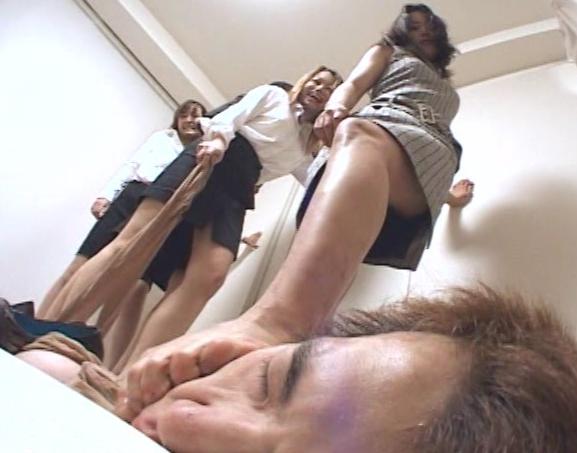 足の臭いパンプスOL達の足臭を嗅がされ足コキ責めされるの脚フェチDVD画像4