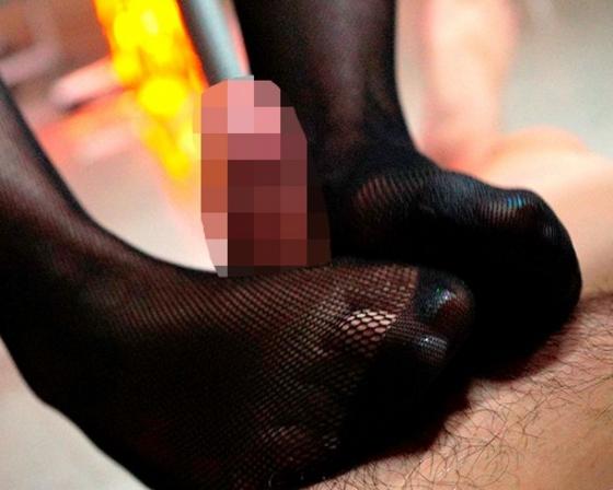 デカ尻美脚のパンスト秘書が爪先や足裏で足コキ責めの脚フェチDVD画像6