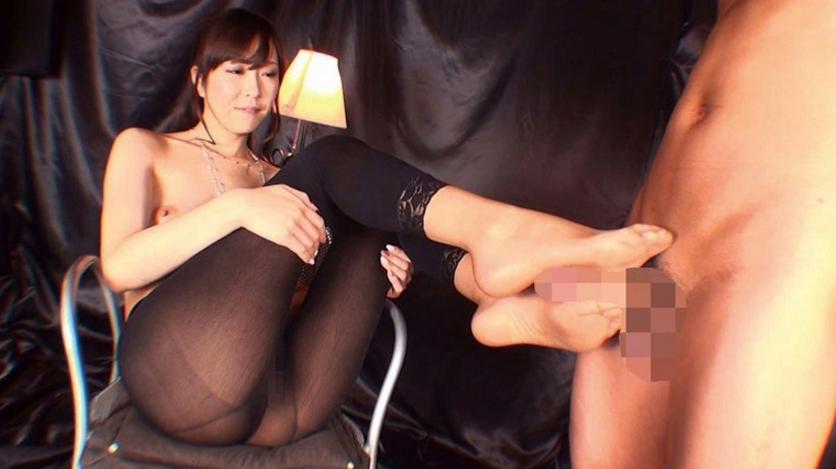 美脚お姉さんの蒸れたパンストで足コキ ノーパン直履きのパンストから透けたオマ●コを横目にナイロンつま先でシコシコされたい!の脚フェチDVD画像1