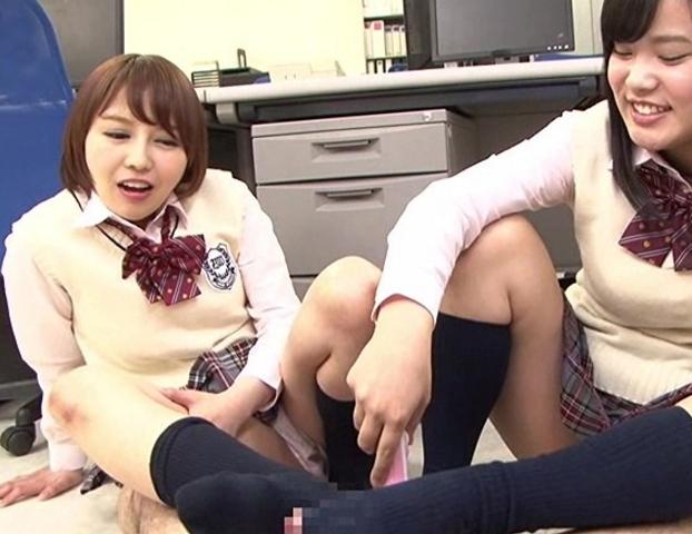 ドエス女子校生の蒸れて酸っぱいハイソックスで足コキ射精の脚フェチDVD画像4