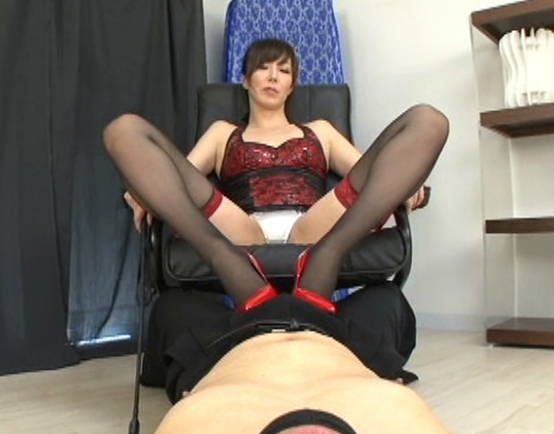 ボンテージ女王様のガーターストッキング美脚で足コキ責めの脚フェチDVD画像1