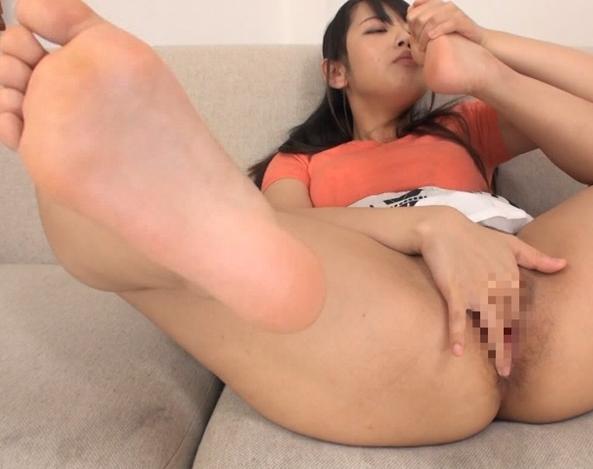 お姉さんの臭い足裏や足指を堪能する足フェチ動画の脚フェチDVD画像6