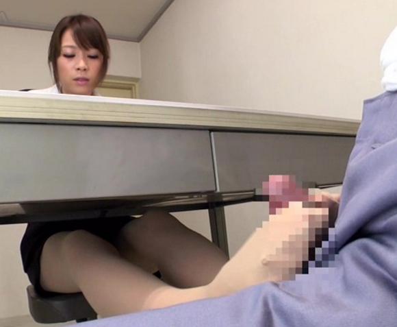 美人弁護士が依頼者の肉棒をパンストの爪先で足コキ抜きの脚フェチDVD画像2