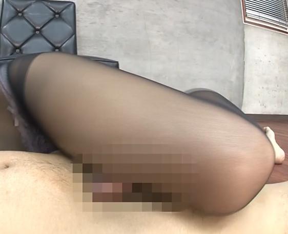 Gカップ巨乳のパンスト秘書に足コキされ足裏に大量射精の脚フェチDVD画像4