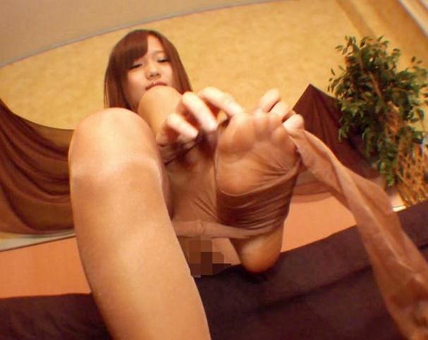 美少女JKのパンスト脚で足コキやパンスト手コキで大量射精の脚フェチDVD画像3