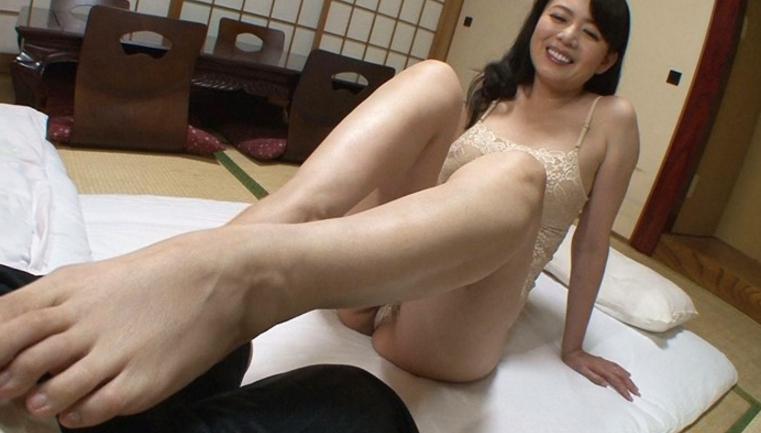 淫語で誘う寸止め焦らし痴女~僕を生殺しにして愉しむ義理の母~ 三浦恵理子の脚フェチDVD画像3