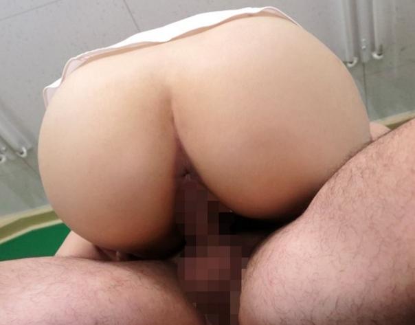 淫乱女教師がデカ尻を見せつけながらパンスト足コキの脚フェチDVD画像2