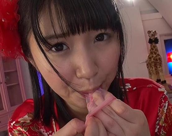ザーメン大好きな現役アイドルが網タイツの足裏で足コキの脚フェチDVD画像6