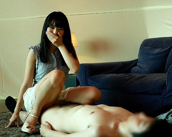 生足美脚が最高に美しい素人娘の足コキと中出しセックスの脚フェチDVD画像1