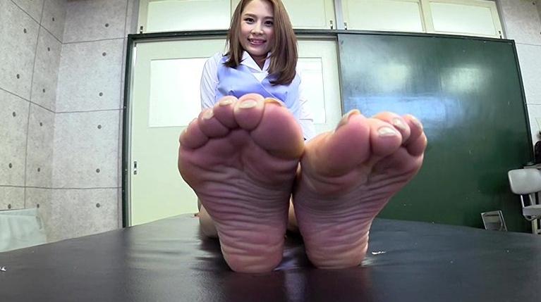 自分で自分の足の裏を撮影した女の子。の脚フェチDVD画像6