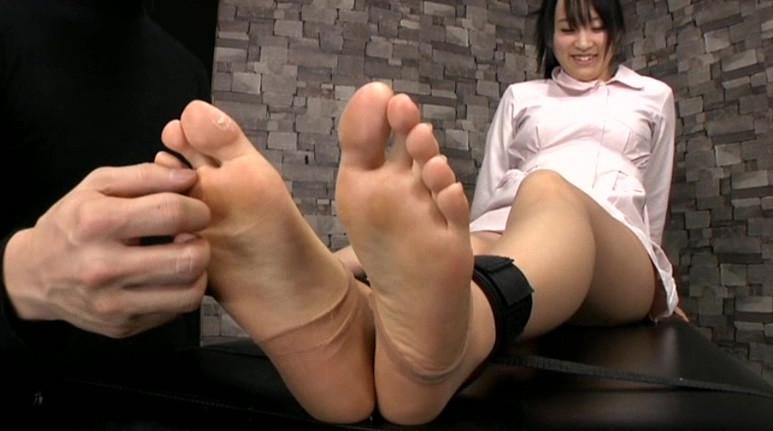 足裏完全拘束くすぐりの脚フェチDVD画像5