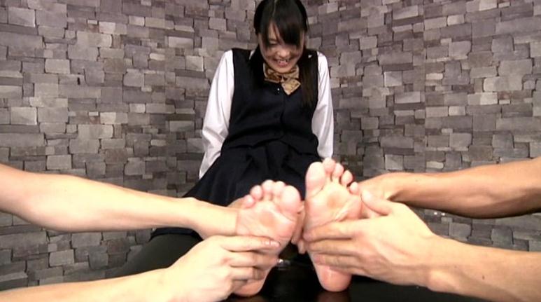 足裏完全拘束くすぐりの脚フェチDVD画像2