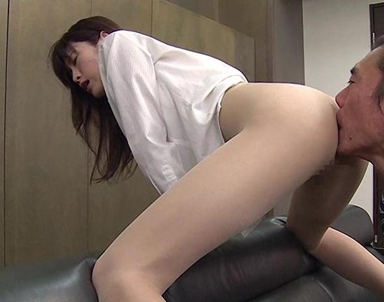 OLの蒸れたパンスト美脚で足コキさせて着衣SEXで大量足射の脚フェチDVD画像2