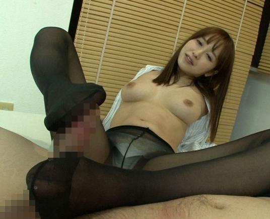 営業レディに媚薬を飲ませ蒸れたパンストの足コキや着衣SEXの脚フェチDVD画像6