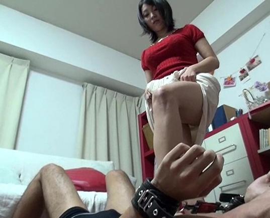 M系足フェチの方必見!ドエスな人妻の生足コキや足舐めセックスの脚フェチDVD画像6