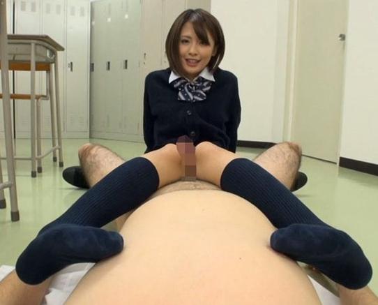 女子校生のムチムチなハイソックス美脚で太腿コキ射精の脚フェチDVD画像1