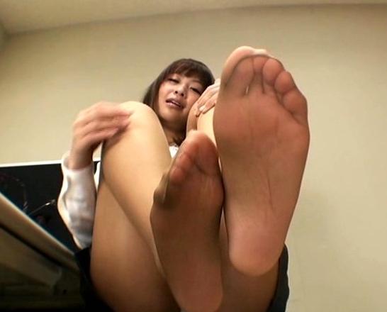 蒸れたパンスト足裏や足指やつま先の堪能する足フェチ動画の脚フェチDVD画像2