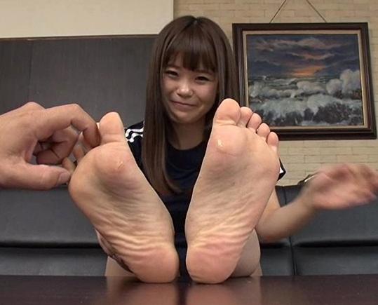 美女の生足や網タイツの足裏をじっくり堪能する足フェチ動画の脚フェチDVD画像1