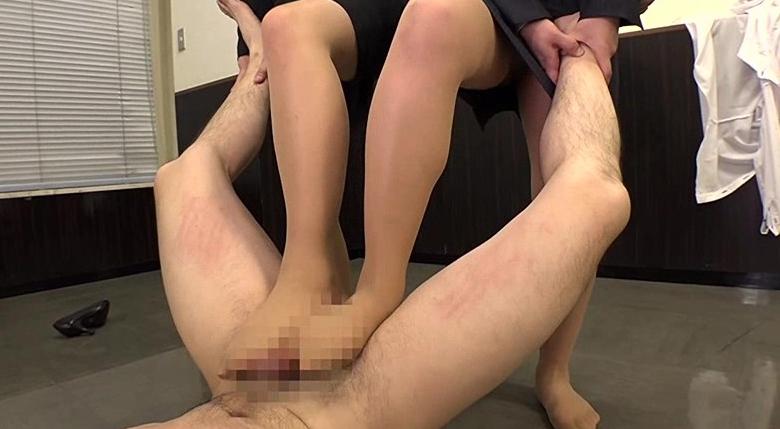 就活女子大生の蒸れ蒸れのストッキングでの脚フェチDVD画像6