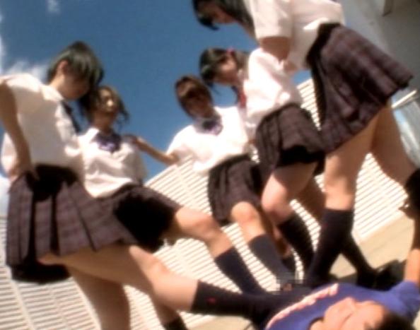 陰湿なドエス女子校生の臭いハイソックの匂い責めと足コキの脚フェチDVD画像6