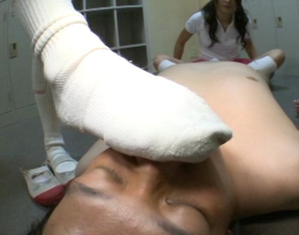 陰湿なドエス女子校生の臭いハイソックの匂い責めと足コキの脚フェチDVD画像3