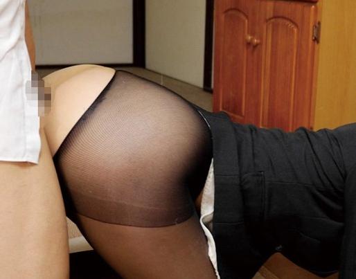パンスト越しにお漏らしをした女教師とそのまま着衣SEXの脚フェチDVD画像5