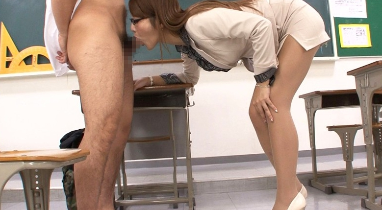 働く女の艶めかしい完全着衣ファック 若菜奈央の脚フェチDVD画像1