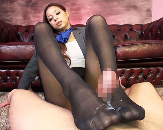 綺麗なお姉さんたちの蒸れ蒸れパンスト足コキばかりの特集の脚フェチDVD画像3