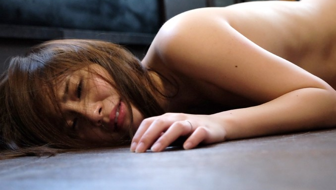 全身タトゥーの女 白い肌に棲みついた呪縛の龍 花咲いあんの脚フェチDVD画像3