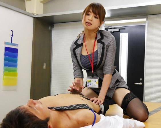 美人OLを彼女に持つリーマン男が足舐めや着衣SEXでイクの脚フェチDVD画像1