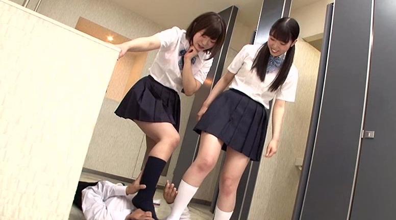 女子校生がハイソックスで怒りの電気あんまの脚フェチDVD画像2