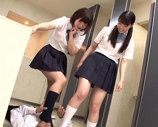 可愛い女子校生が蒸れて臭いハイソックスの足裏で足コキの脚フェチDVD画像1
