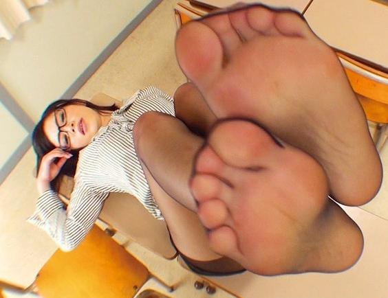 女教師の蒸れたパンストの足裏と足コキが見れる足フェチ動画の脚フェチDVD画像1