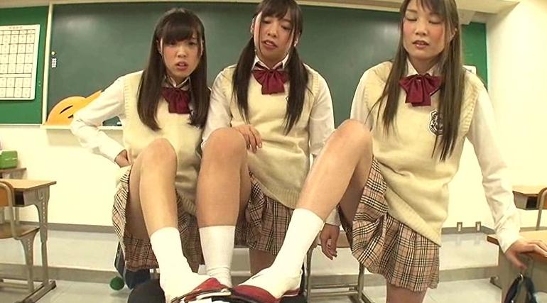 完全主観 学校で女子に馬鹿にされセンズリさせられた僕の脚フェチDVD画像4