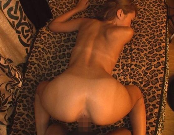 ビッチなデリ嬢ギャルの黒光りする生美脚で足コキされるの脚フェチDVD画像4