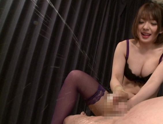 ドエスな美女が淫語を囁き乳首を噛みパンスト足コキ責めの脚フェチDVD画像3