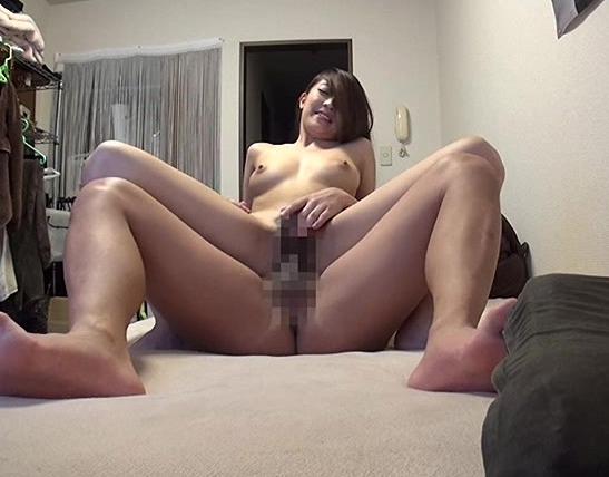 ナンパされ即日股を開くドスケベ素人娘の生足コキの脚フェチDVD画像3