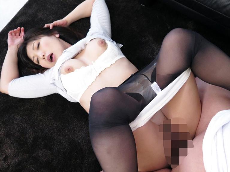 熟女妻の蒸れたパンストで足コキしたあと着衣SEXでイクの脚フェチDVD画像4