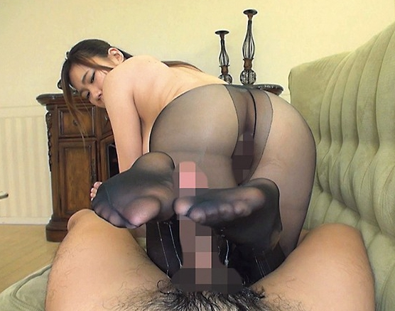 美女が着穿きパンスト美脚にローションを垂らし足コキ責めの脚フェチDVD画像6