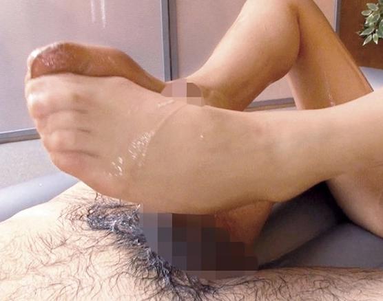 美女が着穿きパンスト美脚にローションを垂らし足コキ責めの脚フェチDVD画像1