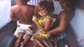 【素人/ナンパ】 海でガチナンパ!! ビキニ姿の黒ギャルを車に連れ込み、乱交カーセックス