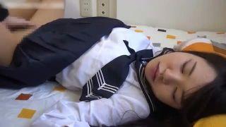【近親相姦】 かわいい女子校生の妹を眠られてハメ撮りする鬼アニキ・・・