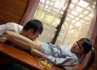 【個人撮影】これはヤバイ…親に内緒の温泉旅行で小〇生の妹に中出しした兄の近親相姦記録