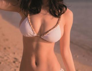 朝の番組に出演したモデル泉里香が巨乳なのに体ほっそい件